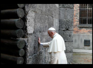 6 gestos del Papa Francisco en su visita a campo de concentración nazi Auschwitz