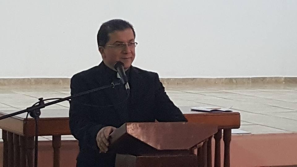 P. Feliciano dictando su mensaje