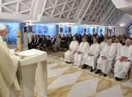 """El Papa Francisco: """"Jesús camina siempre junto a nosotros para darnos esperanza"""""""
