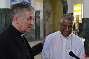 Cardenal Cupich en la Catedral de Caguas con Mons. Eusebio Ramos.