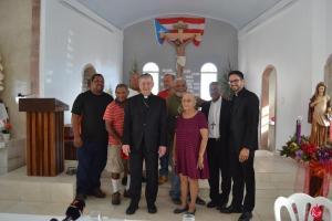Cardenal Cupich comparte con la comunidad en la Parroquia Nuestra Señora del Carmen en Punta Santiago, Humacao.