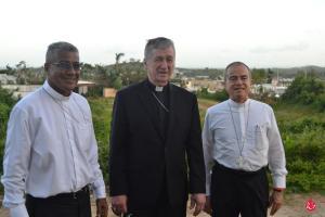 Cardenal Cupich acompañado de Mons. Roberto González Nieves, Arzobispo de San Juan y de Mons. Eusebio Ramos, Obispo de Caguas y Administrador Apostólico de Fajardo-Humacao.