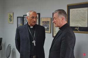 Mons. Ghaleb Moussa Abdallah Bader, Delegado Apostólico de PR habla con el Cardenal Cupich