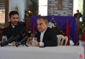 Mons. Roberto González en la Conferencia de Prensa